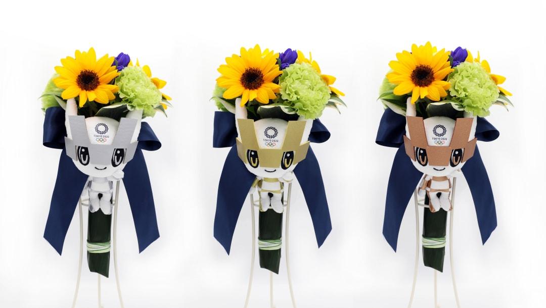 Buques olimpicos com flores japonesas