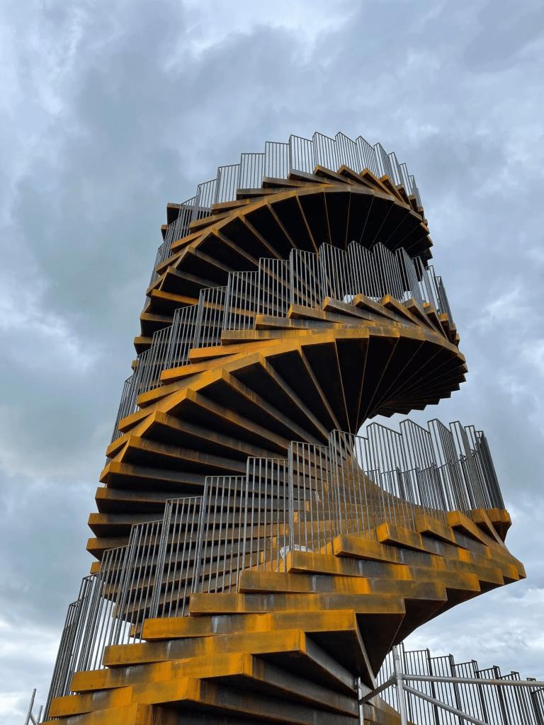 Torre de aço por Big Arquitetura