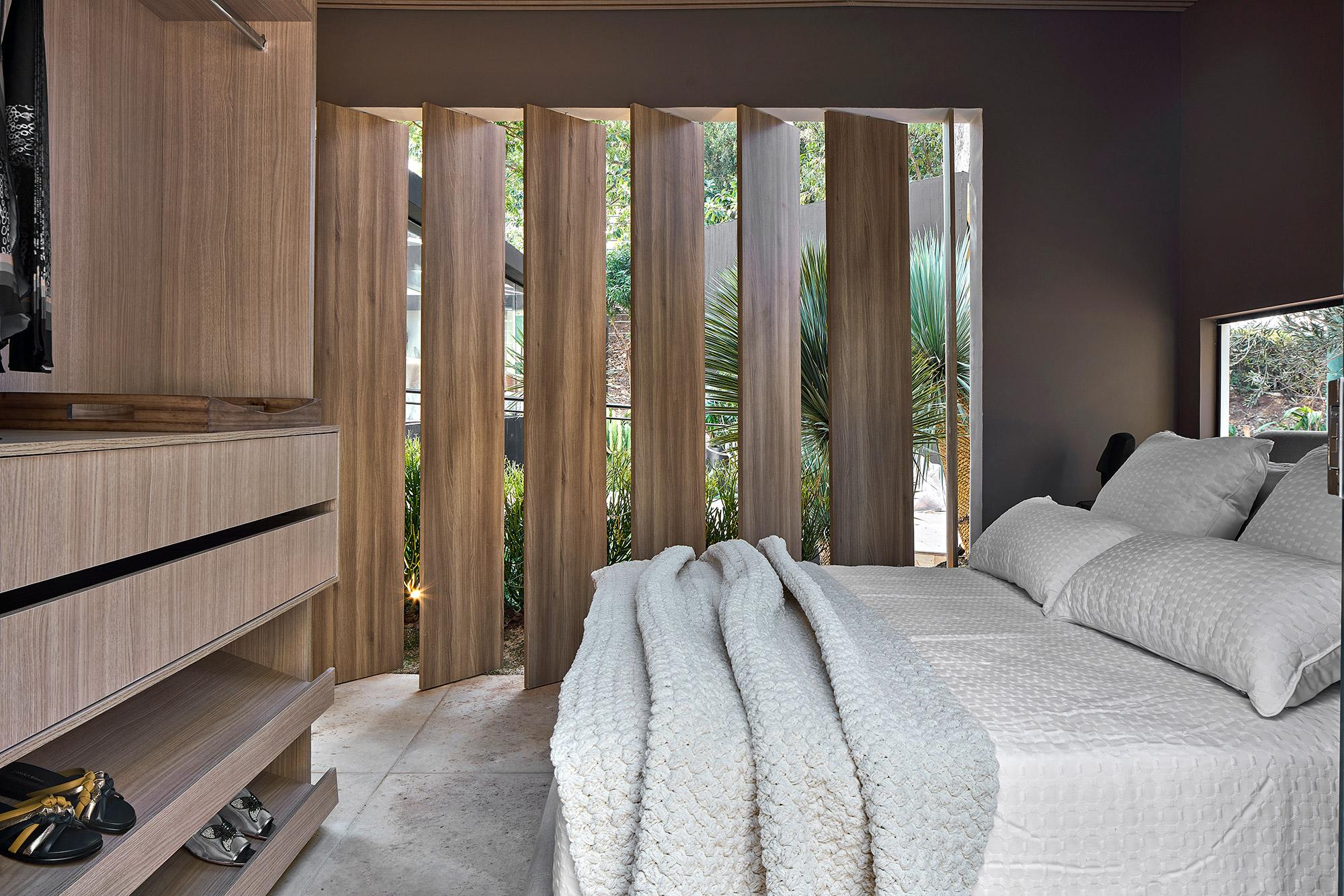 Loft Sense Andrea Medeiros Cristina Capanema CASACOR Minas Gerais 2021 sala estar tons neutros decoração design