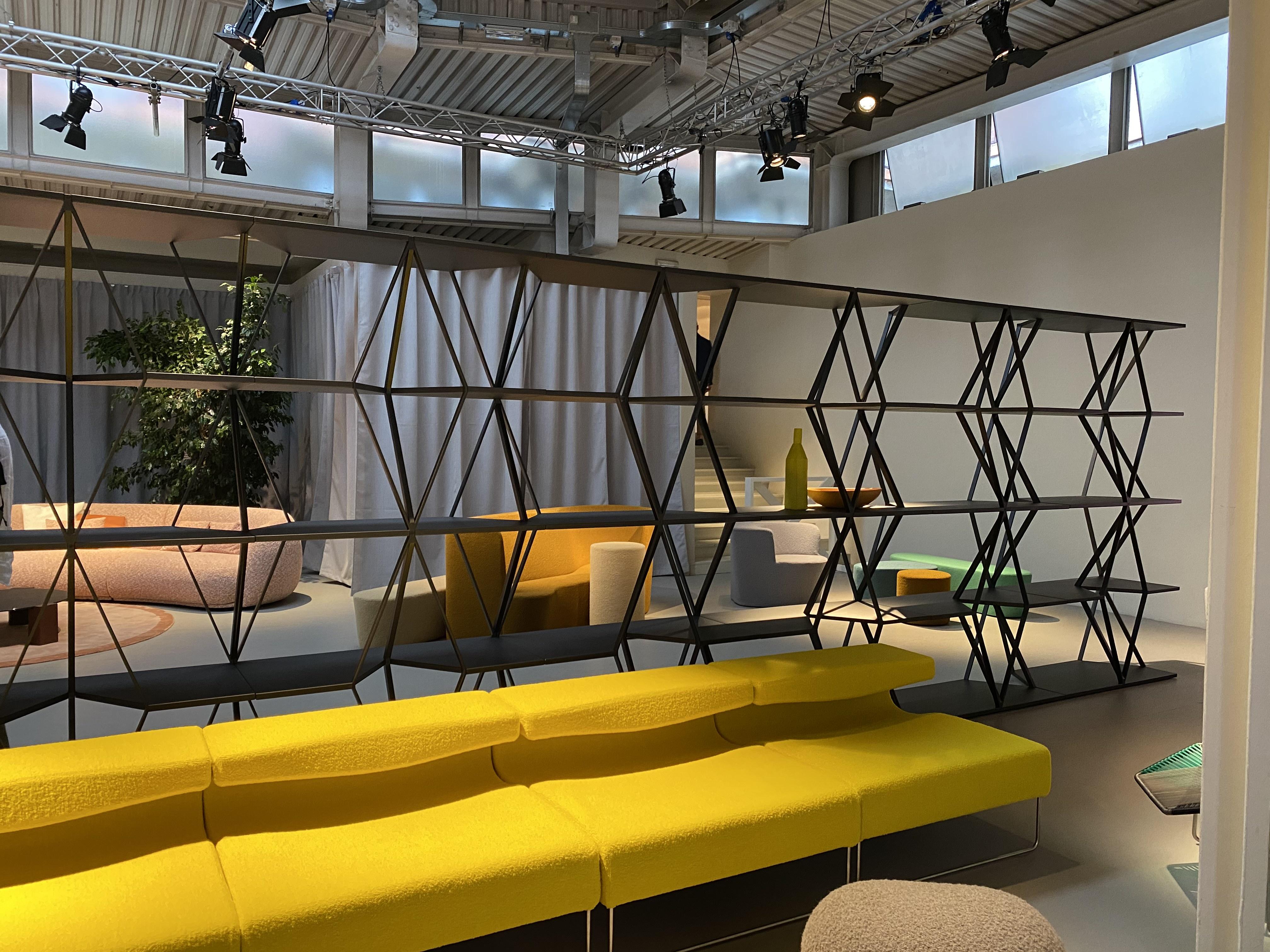 Exibido na semana de design de Milão, em 2017, como protótipo para Moroso do artista, o artista dinamarquês-islandês Olafur Eliasson cria uma peça de material reciclado e reciclável.