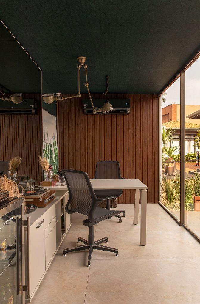 Home Office Agro, ambiente da CASACOR Ribeirão Preto 2021 por Lauro Machado.