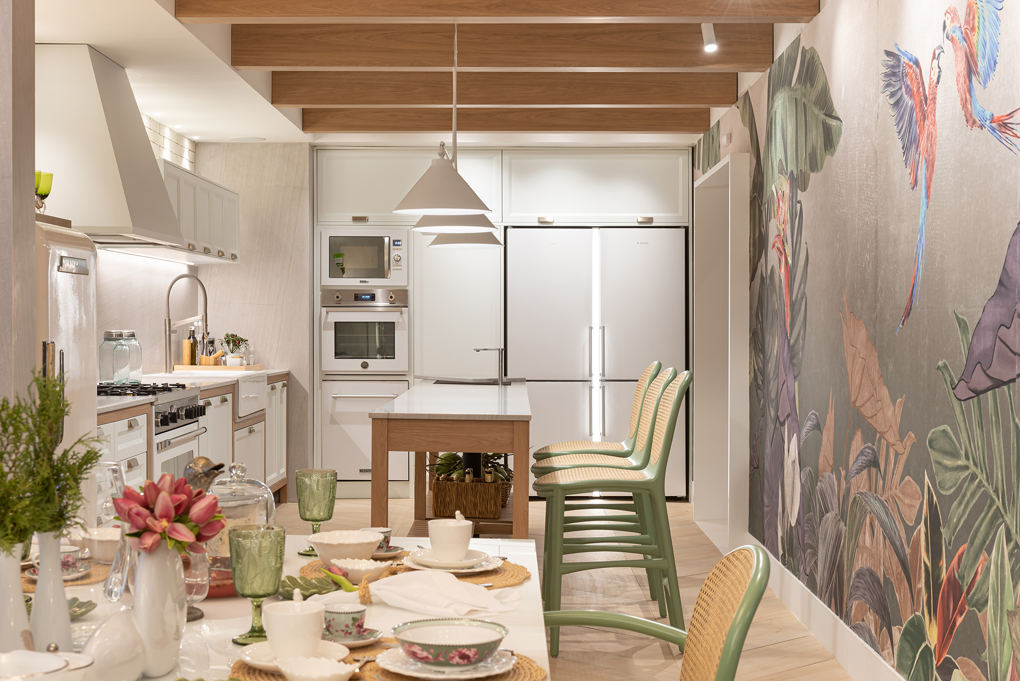 Marcela Pretti e Rosana Rampazzo - Cozinha Original Deca. Projeto da CASACOR Espírito Santo 2021.